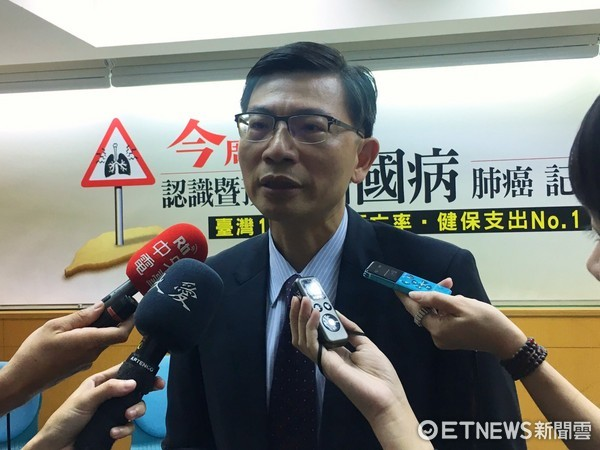 ▲▼台大胸腔外科主任陳晉興說明肺癌檢重要性。(圖/記者洪巧藍攝)