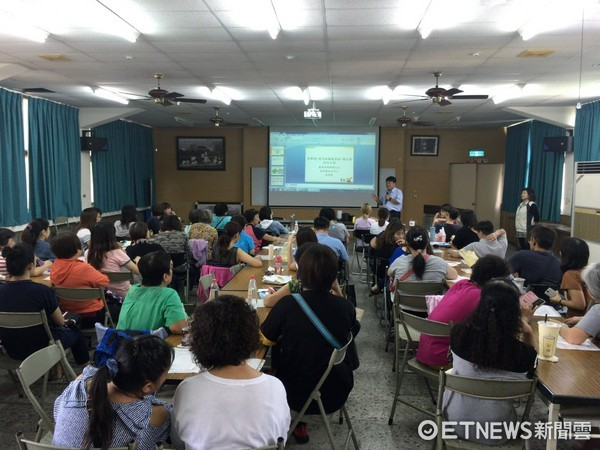 ▲台南市動保處16日舉辦「愛心爸媽,乾淨餵養無負擔講習」,計有60多位愛心餵養人士踴躍參與。(圖/記者林悅攝)