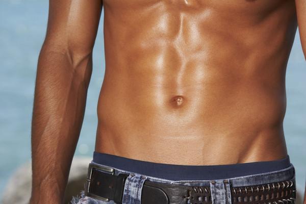 每天重訓2小時+桑拿1小時 肌肉猛男一年半後…精蟲變0隻