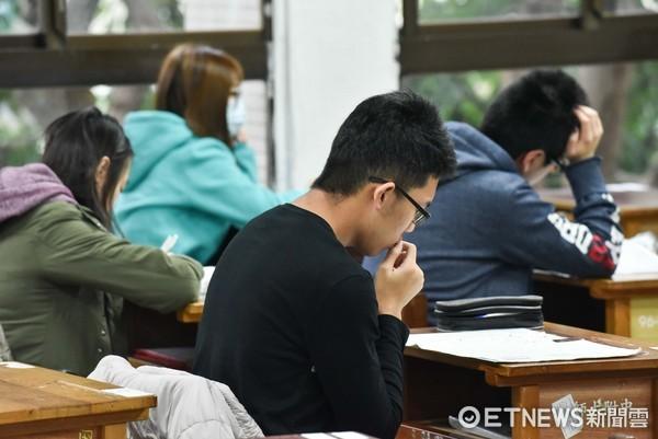 ▲106學測。考生,家長,陪考,師大附中,學測,升學壓力(圖/記者李毓康攝)