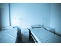 父女先後罹癌病房在對面 她每天忍痛換裝「瞞病探視」!