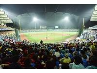 富邦認養新莊球場開始整建 外野LED及內野環狀螢幕動工