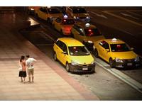 小黃紅線載客被開單! 司機怒 :「打燈都來不及還看什麼線」