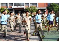 「雄壯威武」升旗跑步答數!台南一中取消60年傳統 學生超開心
