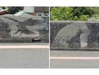 神人「鐵刷壁畫」遭批破壞公物 網酸:比政府千萬元藝術更美