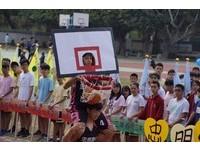 高舉60面班旗向前跑 「神射60」創意慶祝忠明高中校慶