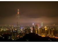 快訊/冷氣團+霾害沙塵來台了!氣象局:跨年夜13度元旦升旗戴口罩