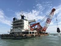 擱淺金門近1個月 陸籍砂石船「泉海88」進行船體殘骸移除