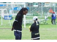 YAMAHA CUP/練球外也練英文 黑人歌手領軍鬥牛犬