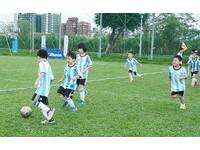 YAMAHA CUP/穿阿根廷國家隊球衣 小梅西穿梭球場萌翻