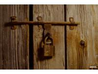 【芙蘿】阿嬤家的地窖 半夜從裡頭發出「叩叩叩」的敲門聲...