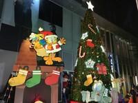 南紡購物中心聖誕點燈 捐10萬善款助弱勢兒