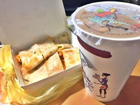 吃不飽早餐第一名:蛋餅 網讚好吃:每次都要買兩份!