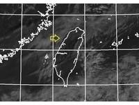 仔細看!西部海邊有條細雲線 鄭明典:陸風和海峽上氣流輻合