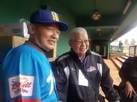 最感動!前三商虎教頭林信彰80歲開球 球迷起立鼓掌