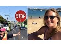 澳女「馬路舉牌」疏導交通...年薪300萬! 工會:很合理啊