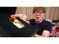 Youtuber狂灑百萬買純金指尖陀螺 轉8分鐘手快廢