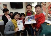 蘇巧慧與孩童樂彩繪Q版月曆 送防水喜氣狗年春聯