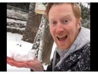 東京下雪超興奮! 挪威男撿地上雪塞嘴吃「下秒狂吐」