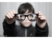 學童「鏡片刮花+度數不足」沒錢換新 老闆暖送愛心眼鏡