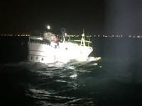 台南海巡隊興達港外海取締違規籠具 守護海洋生態