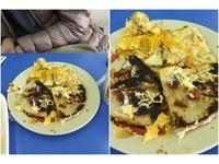 蔥油餅大燒焦!早餐店拿蛋遮蓋「暗黑料理」 他一掀開嚇傻爆氣