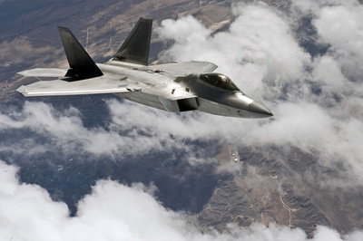 波斯灣局勢再加溫!美首次在卡達部署F-22匿蹤戰機 鎖定伊朗S-300防空系統