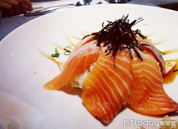 鮭魚親子丼示意圖。(圖/記者周亭瑋攝)