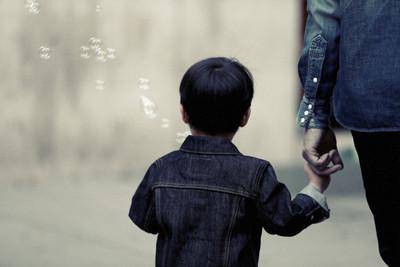 家暴夫毆妻再藏3歲兒 稱「換電話忘了告訴她」獲原諒