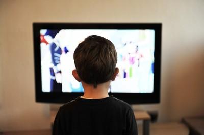 電視看太久會肥!醫揭幼童恐有「4危害」...掌握5準則不沉迷