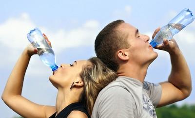討厭水的味道?養成多喝水習慣「12妙招」曝...第3個超實用