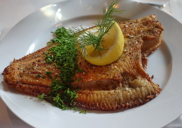 煎魚,比目魚。(圖/Pixabay)