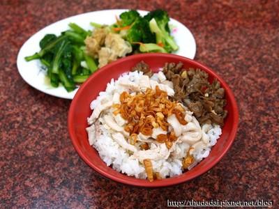 新竹世界街無名火雞肉飯 雞肉嫩而不柴、排骨超入味!