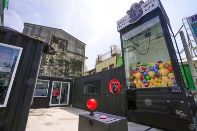 獨/放大兒時夢想!全台第一座「巨型娃娃機」7/1台南試營