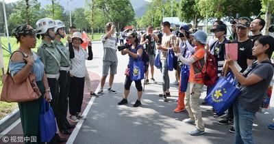 2.2萬香港民眾湧入共軍營區! 「回歸21周年」搶看岳家拳