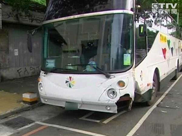 南韓「充電馬路」 公車邊開邊充電