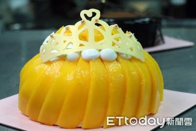 流沙爆漿可頌!4顆愛文芒果、3層內餡的「芒果皇冠」