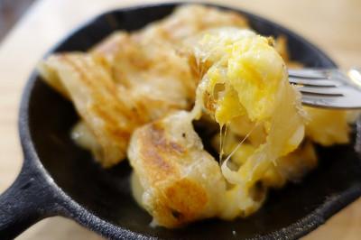 桃園網美風平價早午餐 超犯規的牽絲起司蛋餅