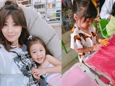 2歲咘咘畫出「青花瓷」 頂呆萌妹妹頭…網驚:又長大了!