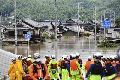 西日本雨災「罹難+失蹤」250人 高齡者無力爬2樓…溺斃在玄關