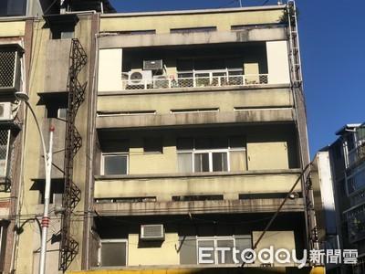 快訊/紫衣中年婦公寓後陽台上吊身亡 嚇壞早起鄰居