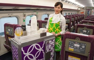 高鐵期間限定新裝 「復古窗花」隨機出沒遮光簾、服勤員圍裙