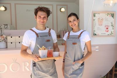 PANDORA「粉色餐車」限時開進信義區 北歐帥哥免費幫妳做飲料