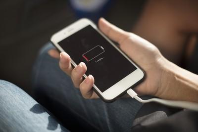 影/充電整晚沒差!6招充法「70%秒拔線」最長壽 達人:手機會自動切換