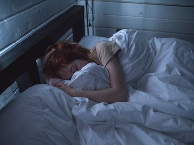 別逼自己早睡早起!BBC證實:晚睡的人更有錢、具創造力