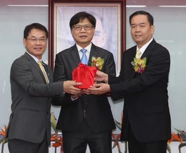 邱炳坤接任國體大校長 校史首任校友身分當選