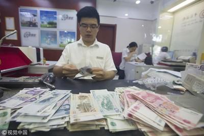 陸央行前行長:中國年輕人儲蓄率下降 過多靠借錢欠債「奢侈消費」