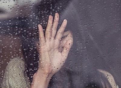 台北25歲美腿女護理師遭摸!西裝男公車上超淡定…下場慘了