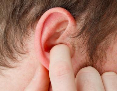 她耳痛、頭暈竟是「耳朵長皮蛇」 醫:病毒侵犯神經...嚴重恐面癱