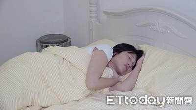 睡不好嗎?專家激推「夾枕側睡」好眠到天亮 3睡姿利弊一次看懂